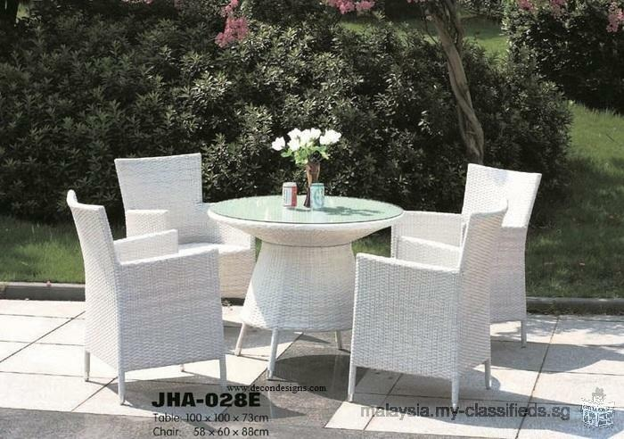 Decon wicker dining furniture store