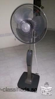 Pedestal Mitsubishi fan in good working condition