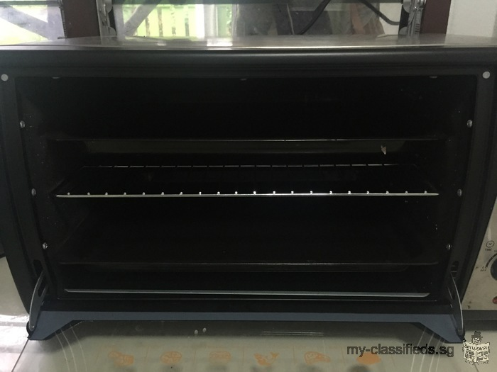 Selling 2 month old oven (HOUSE WORTH)