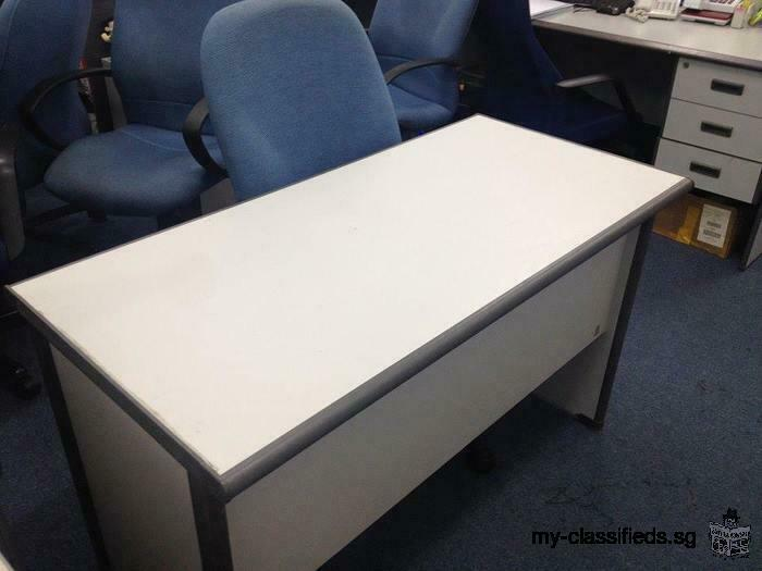 Selling used office table + high back chairs